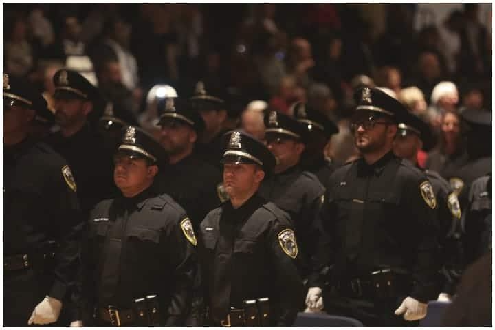 milwaukee police lose officers